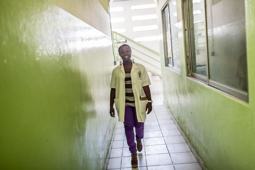 Lyne Vanessa Alexandre, étudiante en médecine, 26 ans, à l'Hôpital de l'Université d'État d'Haïti, Port au Prince le 12 mars 2014.