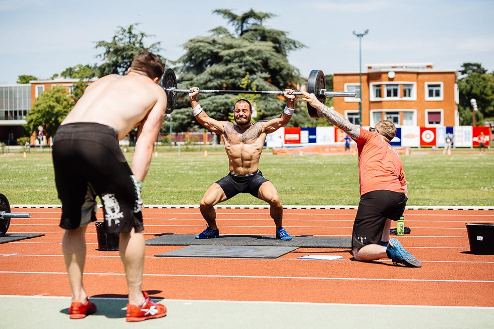 Un sportif en action lors de la seconde journée du crossfit French Throwdown organisé par Reebok CrossFit Louvre à l'INSEP (Institut National du Sport) le dimanche 22 juin 2014.